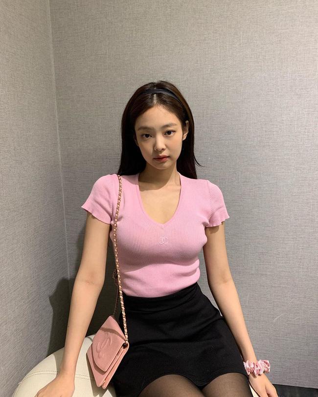 Bạn học 12 ý tưởng diện đồ hồng từ sao nữ Hàn thì Valentine chỉ xinh và sang chứ không có chuyện sến-5