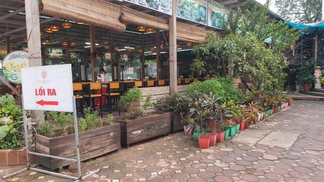 Các nhà hàng thua lỗ nặng do tác động của Nghị định 100 và dịch cúm corona-2