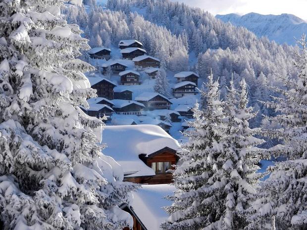 Choáng ngợp trước vẻ đẹp siêu thực của ngôi làng không xe hơi được mệnh danh là thiên đường mùa đông ở Thụy Sĩ-4
