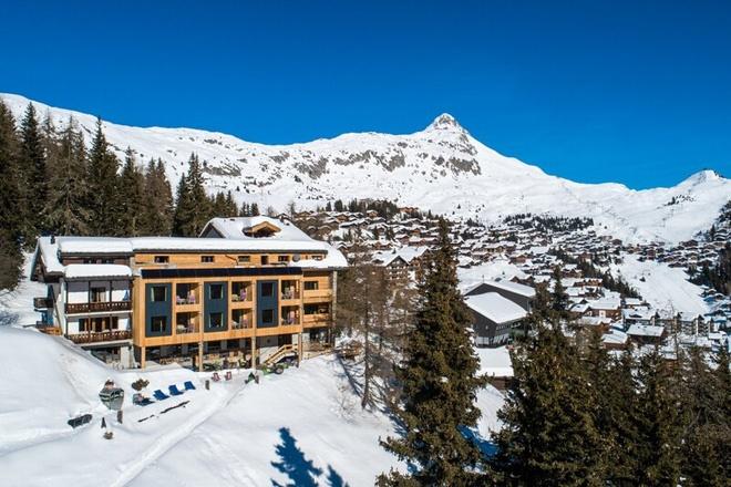 Choáng ngợp trước vẻ đẹp siêu thực của ngôi làng không xe hơi được mệnh danh là thiên đường mùa đông ở Thụy Sĩ-5