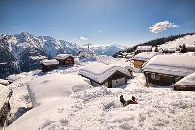 Choáng ngợp trước vẻ đẹp siêu thực của ngôi làng không xe hơi được mệnh danh là thiên đường mùa đông ở Thụy Sĩ-7