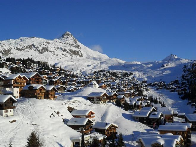 Choáng ngợp trước vẻ đẹp siêu thực của ngôi làng không xe hơi được mệnh danh là thiên đường mùa đông ở Thụy Sĩ-12