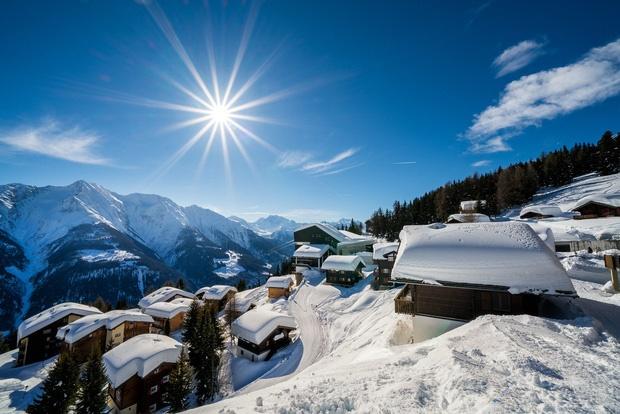 Choáng ngợp trước vẻ đẹp siêu thực của ngôi làng không xe hơi được mệnh danh là thiên đường mùa đông ở Thụy Sĩ-14