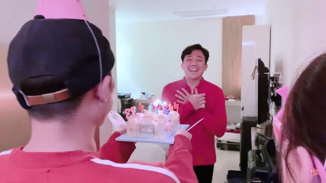 Trấn Thành bật khóc, hôn say đắm Hari Won khi được tổ chức sinh nhật tại Hàn Quốc-3