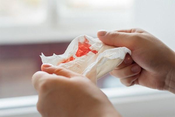 Bạn nên cẩn thận vì nguy cơ mắc ung thư vòm họng nếu gặp phải 1 trong 5 hiện tượng lạ sau đây-3