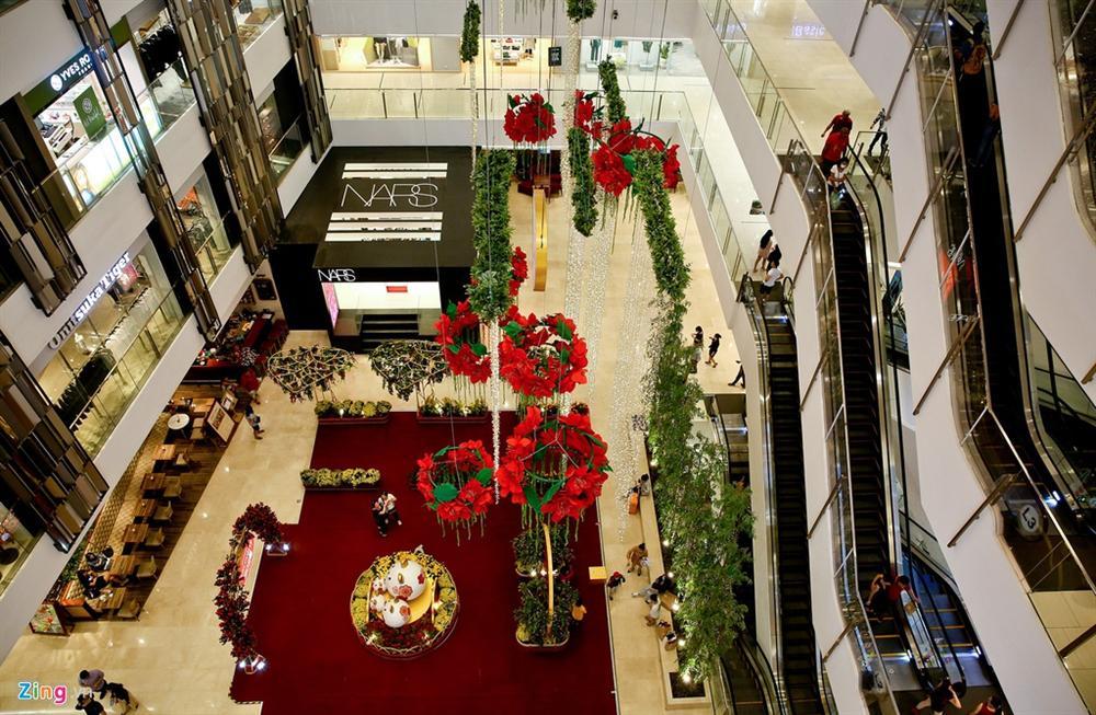 Cảnh vắng lặng khác lạ ở các trung tâm thương mại TP.HCM-6