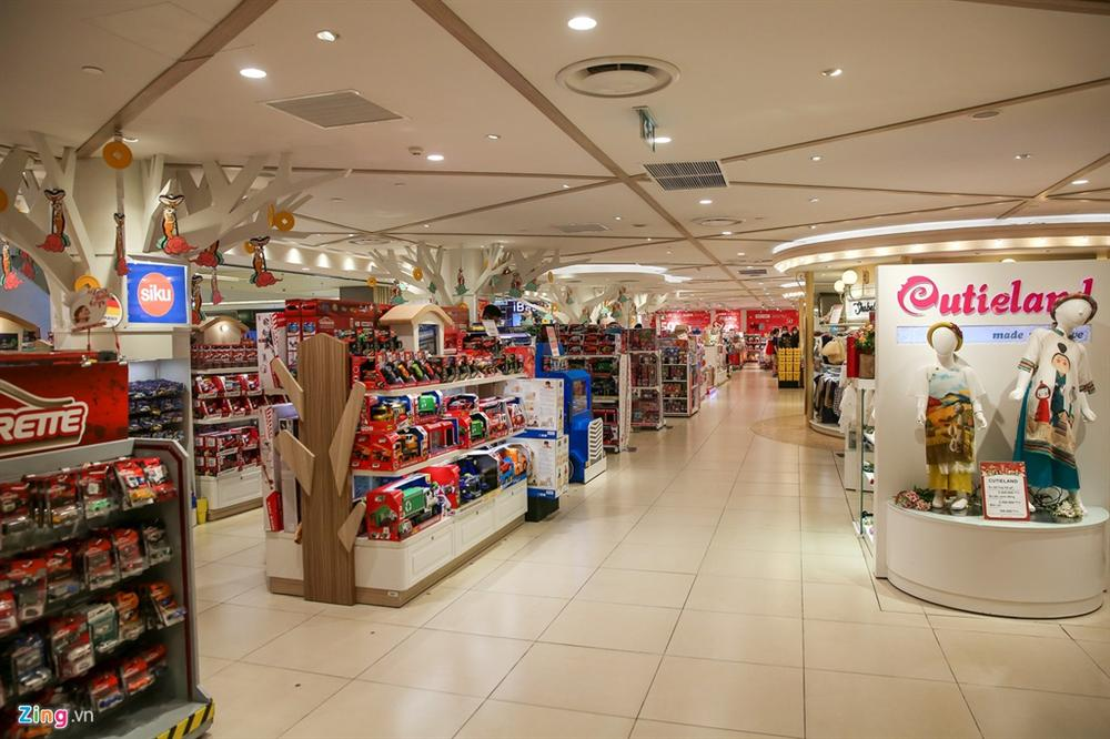 Cảnh vắng lặng khác lạ ở các trung tâm thương mại TP.HCM-7
