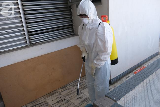 Nữ tiếp viên hàng không bị cách ly tại TP.HCM vẫn chưa được xét nghiệm virus corona-1