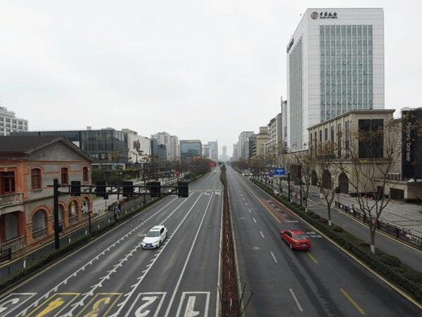 Trung Quốc chính thức phong tỏa 4 thành phố lớn của tỉnh Chiết Giang, mỗi gia đình chỉ được ra đường 2 ngày 1 lần-1