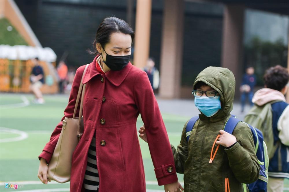 'Sợ lây virus corona, hàng xóm đóng cửa khi vợ chồng tôi đi làm về'-3