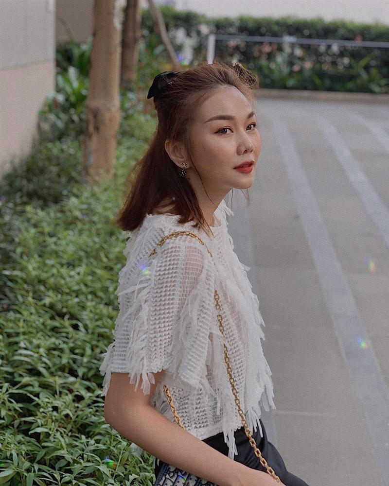 Biết được 3 cách Thanh Hằng và Yến Trang áp dụng để hack tuổi với tóc bob dài, bạn sẽ muốn xén tóc ngay lập tức-5