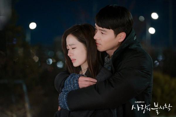 Crash Landing on You sắp hết: Hai cuộc tình trai xinh gái đẹp hot nhất xứ Hàn sẽ đi về đâu?-2