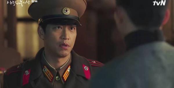 Crash Landing on You sắp hết: Hai cuộc tình trai xinh gái đẹp hot nhất xứ Hàn sẽ đi về đâu?-4