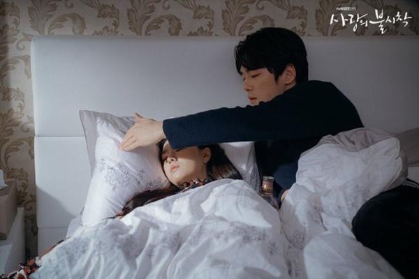 Crash Landing on You sắp hết: Hai cuộc tình trai xinh gái đẹp hot nhất xứ Hàn sẽ đi về đâu?-6