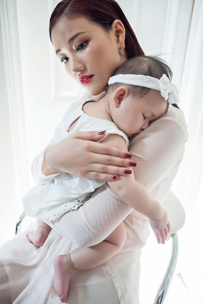 Trào lưu ra nước ngoài sinh con của sao nữ Việt: Hoa hậu Phạm Hương con gần một tuổi mới dám công khai nhưng Maya còn che giấu tài tình hơn-5
