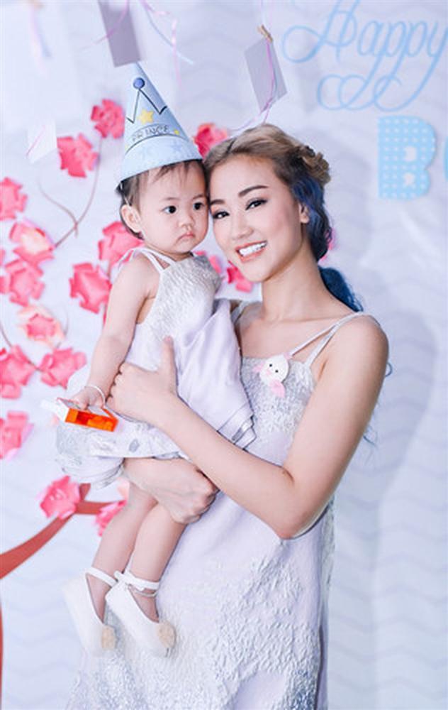 Trào lưu ra nước ngoài sinh con của sao nữ Việt: Hoa hậu Phạm Hương con gần một tuổi mới dám công khai nhưng Maya còn che giấu tài tình hơn-6