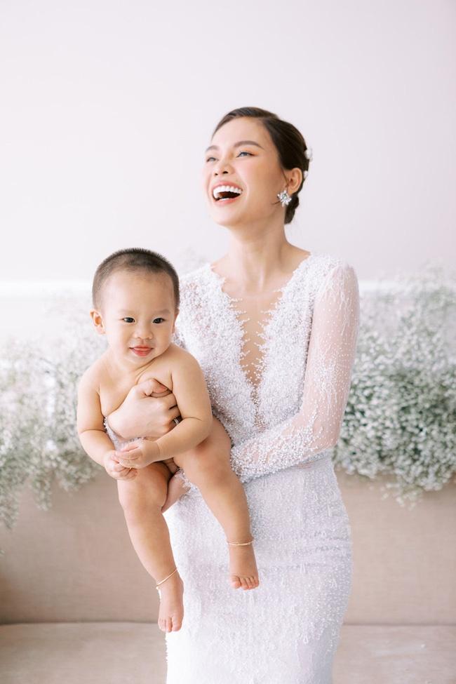 Trào lưu ra nước ngoài sinh con của sao nữ Việt: Hoa hậu Phạm Hương con gần một tuổi mới dám công khai nhưng Maya còn che giấu tài tình hơn-8
