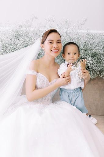 Trào lưu ra nước ngoài sinh con của sao nữ Việt: Hoa hậu Phạm Hương con gần một tuổi mới dám công khai nhưng Maya còn che giấu tài tình hơn-9