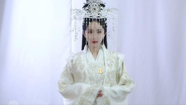 Lộ tạo hình Bạch Thiển Dương Mịch mặc váy cưới ở Chẩm Thượng Thư, chỉ tiếc là thiếu Dạ Hoa Triệu Hựu Đình-1