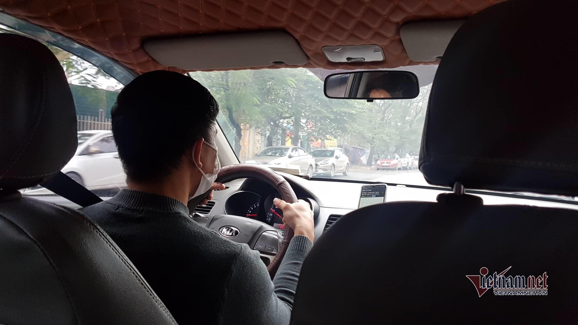 Lo ngại nhiễm virus corona, dân lái taxi chăm chỉ khử trùng xe mỗi ngày-1