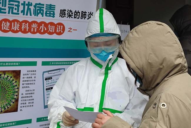 Cuộc chiến sinh tử của bác sĩ Vũ Hán bị mắc virus corona và hành trình tự điều trị ngay trong tâm dịch-2