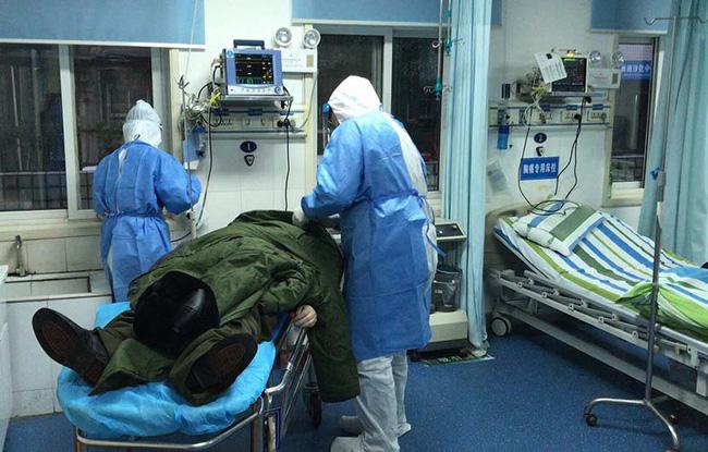 Cuộc chiến sinh tử của bác sĩ Vũ Hán bị mắc virus corona và hành trình tự điều trị ngay trong tâm dịch-3