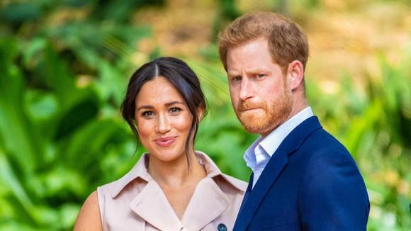 Dự sự kiện đầu tiên sau khi rời Hoàng gia Anh, vợ chồng Meghan tiết lộ chuyện thâm cung bí sử và bỏ túi ngay hàng chục tỷ đồng-3