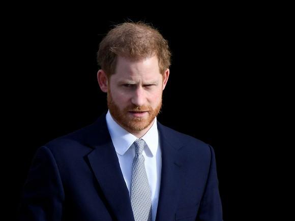 Dự sự kiện đầu tiên sau khi rời Hoàng gia Anh, vợ chồng Meghan tiết lộ chuyện thâm cung bí sử và bỏ túi ngay hàng chục tỷ đồng-4