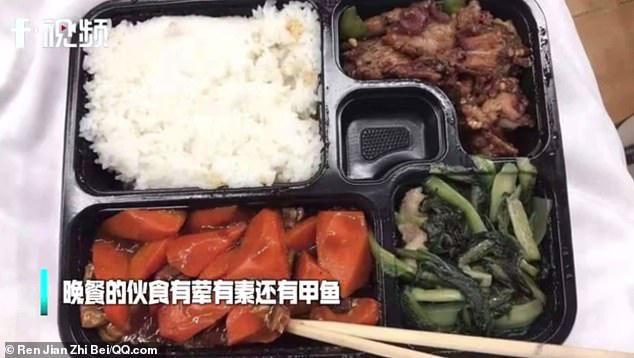 Bên trong bệnh viện dã chiến tại tâm dịch Vũ Hán: Bữa ăn của bệnh nhân chứa thịt động vật đặc biệt bổ dưỡng theo Đông Y-1