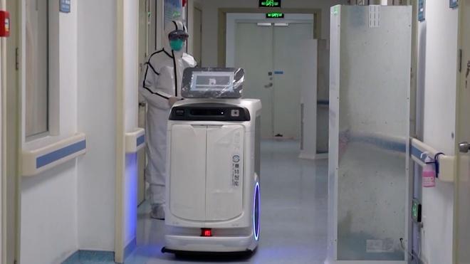 Bệnh viện khắp Trung Quốc sử dụng robot y tế đối phó virus corona-1