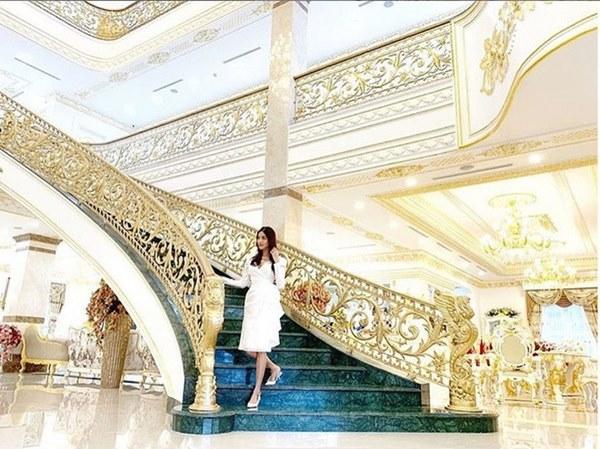 Biệt thự dát vàng xa xỉ giá hàng trăm tỷ của sao Việt-27