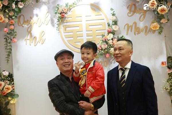 Con trai cưng của cầu thủ Văn Quyết từ lúc xuất hiện cứ liên tục làm duyên trong lễ cưới của dì Quỳnh Anh và chú Duy Mạnh-2