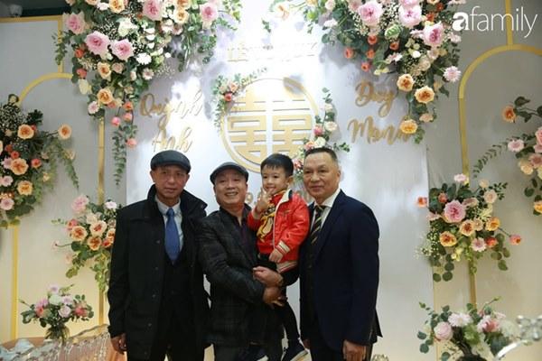 Con trai cưng của cầu thủ Văn Quyết từ lúc xuất hiện cứ liên tục làm duyên trong lễ cưới của dì Quỳnh Anh và chú Duy Mạnh-3