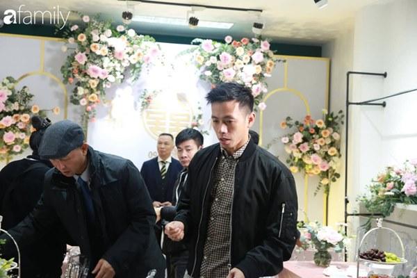 Con trai cưng của cầu thủ Văn Quyết từ lúc xuất hiện cứ liên tục làm duyên trong lễ cưới của dì Quỳnh Anh và chú Duy Mạnh-4
