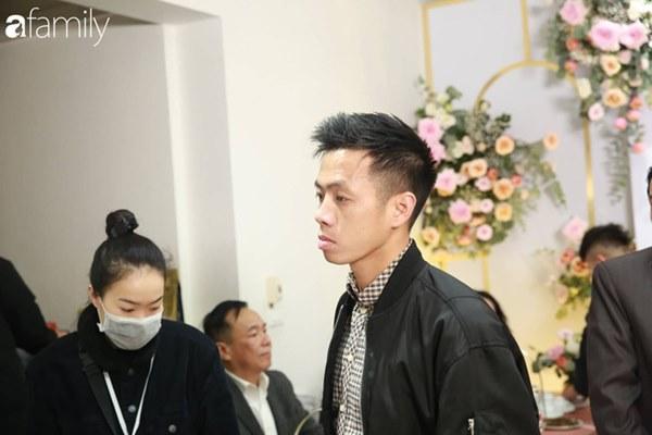 Con trai cưng của cầu thủ Văn Quyết từ lúc xuất hiện cứ liên tục làm duyên trong lễ cưới của dì Quỳnh Anh và chú Duy Mạnh-5