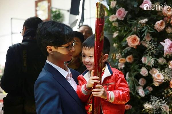 Con trai cưng của cầu thủ Văn Quyết từ lúc xuất hiện cứ liên tục làm duyên trong lễ cưới của dì Quỳnh Anh và chú Duy Mạnh-8