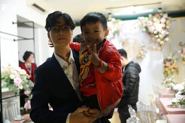 Con trai cưng của cầu thủ Văn Quyết từ lúc xuất hiện cứ liên tục làm duyên trong lễ cưới của dì Quỳnh Anh và chú Duy Mạnh-9