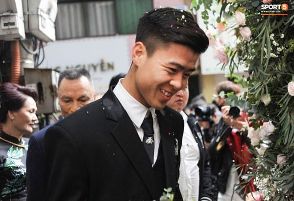 Đám cưới của Quỳnh Anh - Duy Mạnh: Chú rể cực kì bảnh bao, cô dâu xinh đẹp đeo dây chuyền đính 186 viên kim cương giá 800 triệu-4