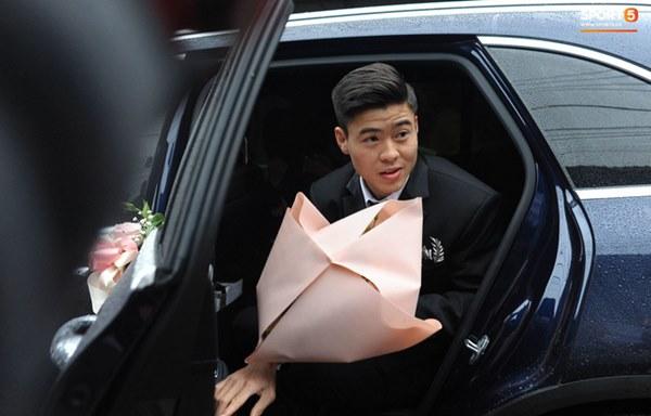 Đám cưới của Quỳnh Anh - Duy Mạnh: Chú rể cực kì bảnh bao, cô dâu xinh đẹp đeo dây chuyền đính 186 viên kim cương giá 800 triệu-6