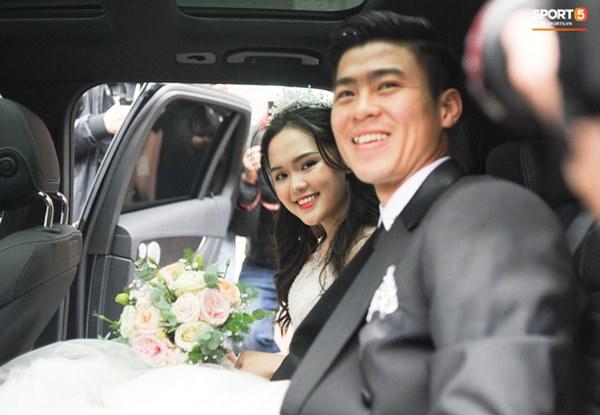 Đám cưới của Quỳnh Anh - Duy Mạnh: Chú rể cực kì bảnh bao, cô dâu xinh đẹp đeo dây chuyền đính 186 viên kim cương giá 800 triệu-8