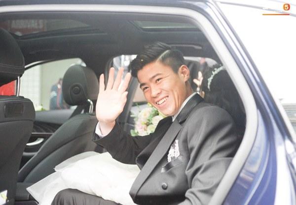 Đám cưới của Quỳnh Anh - Duy Mạnh: Chú rể cực kì bảnh bao, cô dâu xinh đẹp đeo dây chuyền đính 186 viên kim cương giá 800 triệu-9