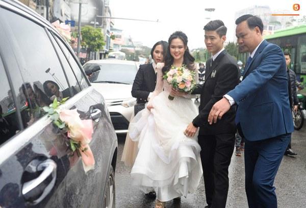 Đám cưới của Quỳnh Anh - Duy Mạnh: Chú rể cực kì bảnh bao, cô dâu xinh đẹp đeo dây chuyền đính 186 viên kim cương giá 800 triệu-10