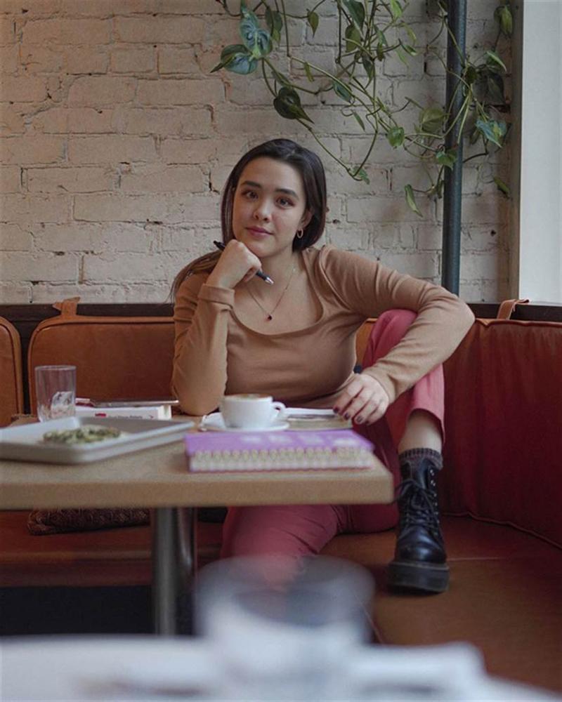 Nhan sắc lai Tây hút hồn của con gái nữ thần gợi cảm gốc Việt Chung Lệ Đề-16