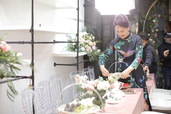 Thần thái phu nhân cựu chủ tịch CLB Sài Gòn làm dân tình tấm tắc: Mẹ đẹp và sang thế này bảo sao Quỳnh Anh không xinh-2
