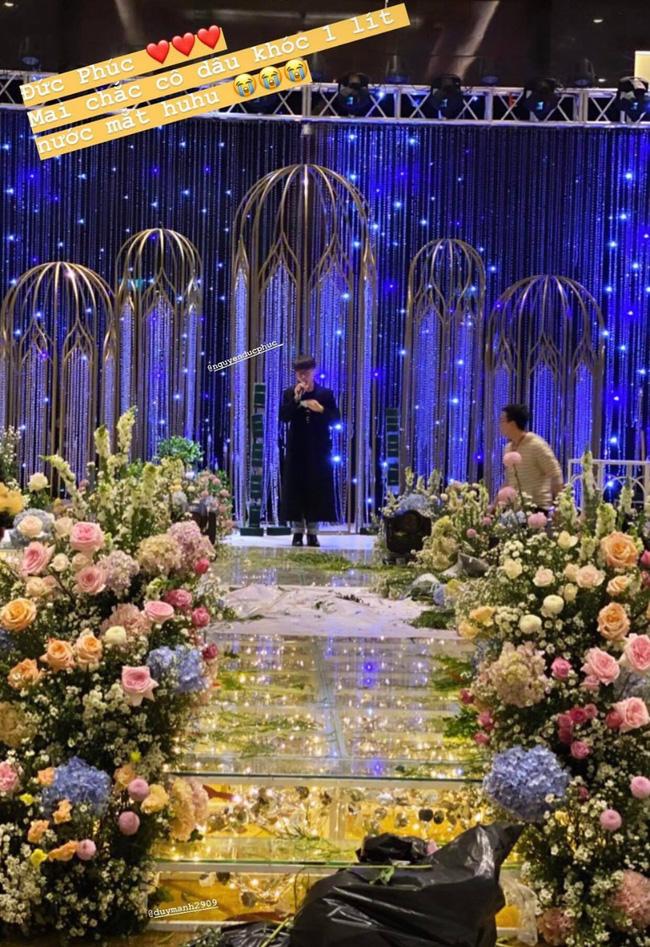 Cô dâu Quỳnh Anh hé lộ sân khấu hôn lễ tối nay tại khách sạn 5 sao: Lung linh như lâu đài cổ tích, sàn lễ đường bằng thủy tinh-1