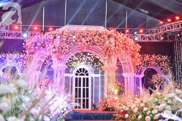 Cô dâu Quỳnh Anh hé lộ sân khấu hôn lễ tối nay tại khách sạn 5 sao: Lung linh như lâu đài cổ tích, sàn lễ đường bằng thủy tinh-2