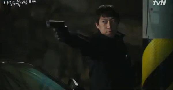 Crash Landing On You tập 13: Son Ye Jin bị bắn khiến Hyun Bin òa khóc nức nở, một cái kết bi thương dành cho đôi trẻ?-10