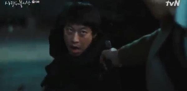 Crash Landing On You tập 13: Son Ye Jin bị bắn khiến Hyun Bin òa khóc nức nở, một cái kết bi thương dành cho đôi trẻ?-12