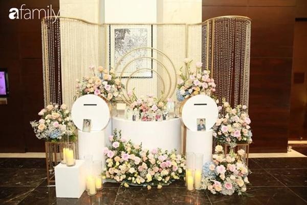 Chiếc váy trăm triệu của Quỳnh Anh được đặt giữa lễ đường, chiêm ngưỡng không gian sảnh cưới đẹp như cổ tích trước giờ G-3