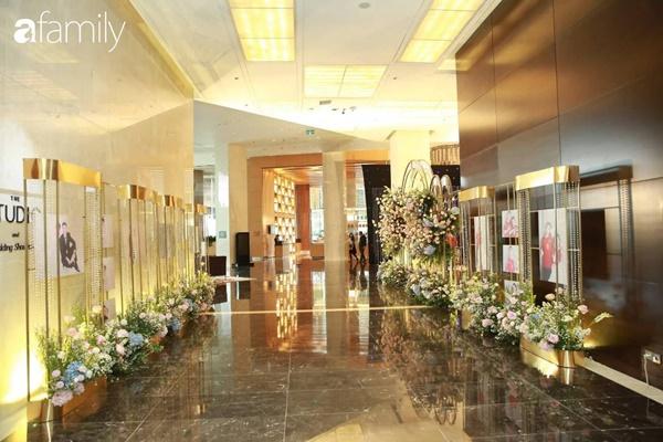 Chiếc váy trăm triệu của Quỳnh Anh được đặt giữa lễ đường, chiêm ngưỡng không gian sảnh cưới đẹp như cổ tích trước giờ G-4